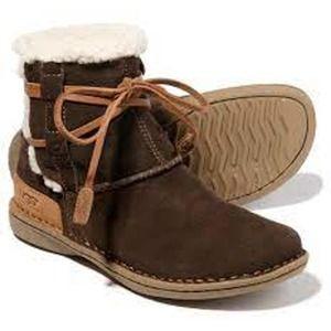 UGG Australia La Jolla Pequena Girls Shearling Boots Size 3 Style 5222 Brown